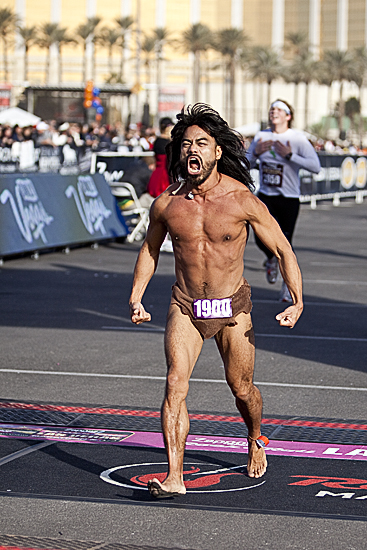Ok, now THIS is a man who takes his race costume seriously.